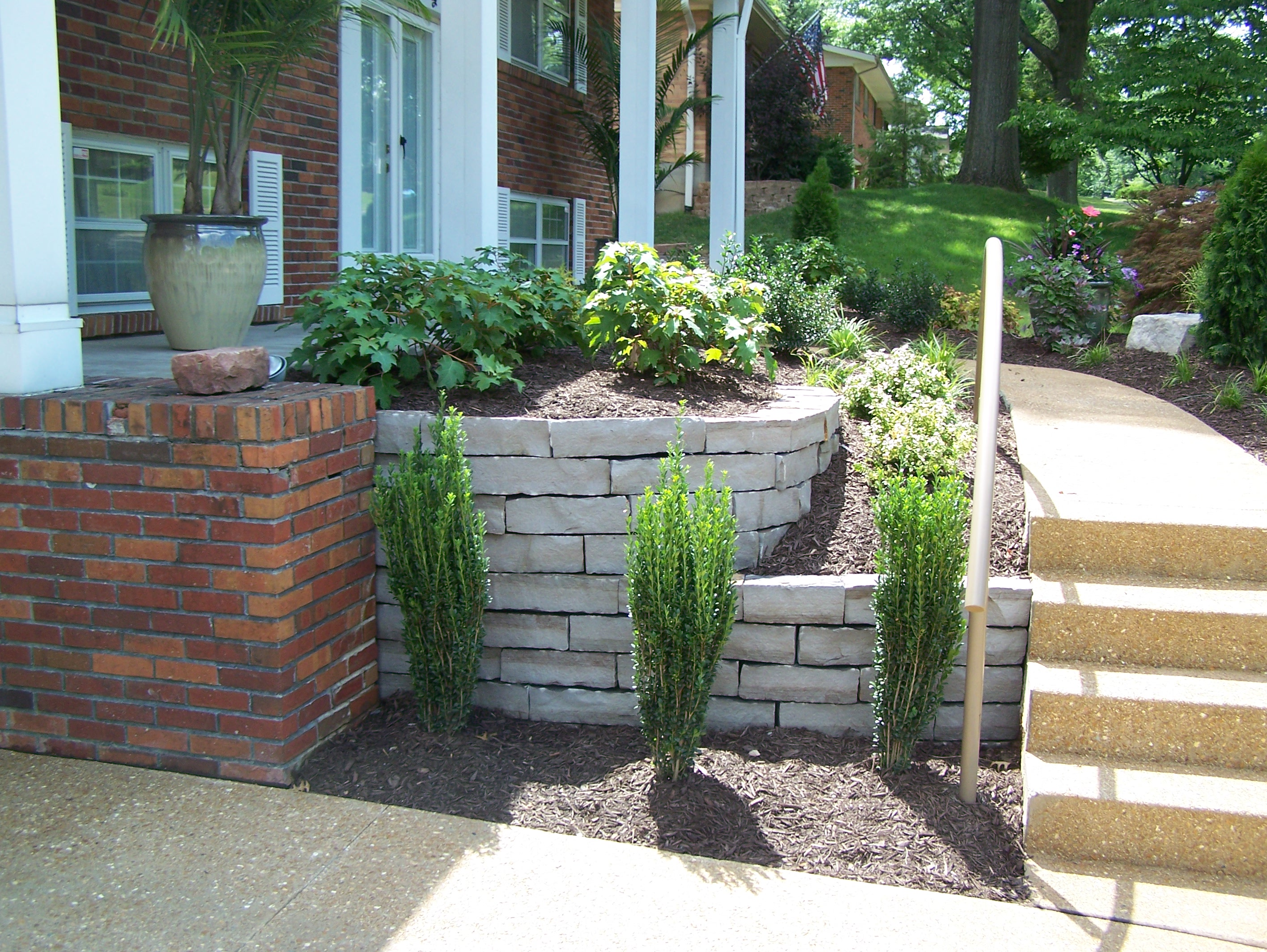 Block retaining walls landscaping st louis landscape for Gardening and landscaping