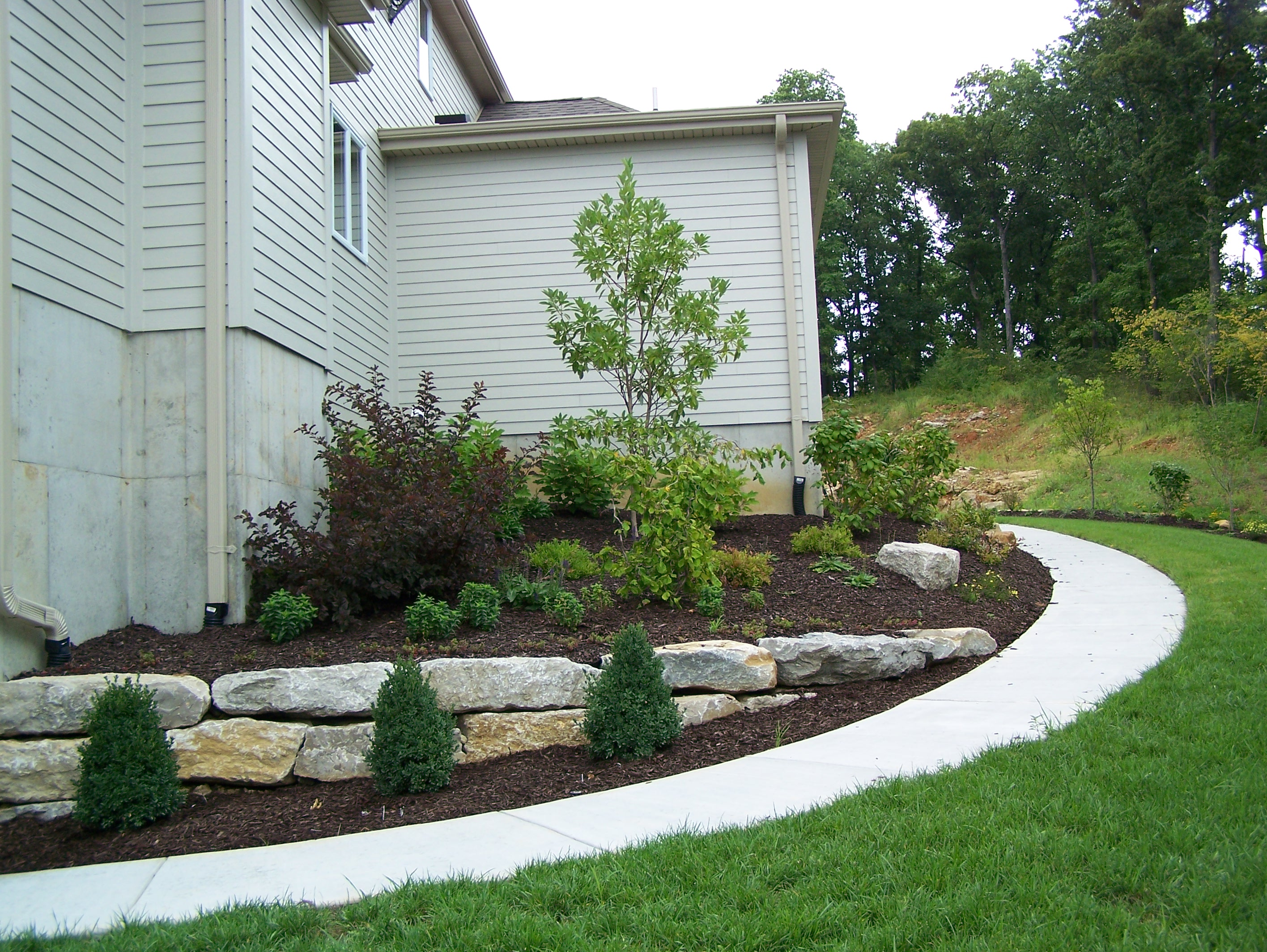 Boulder retaining walls landscaping st louis landscape for Outdoor landscaping
